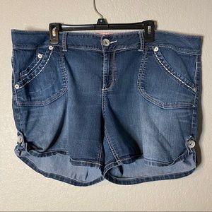 Torrid Denim Shorts Tab Button sides Sz 20